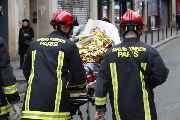 目前至少有2人命危,7人重傷,11人輕傷,還有至少3名消防員於執勤受傷。(法新社)