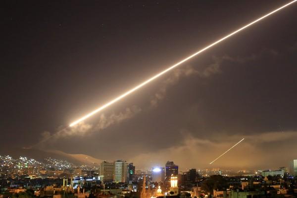 敘方表示,多架以色列戰機11日深夜以導彈攻擊大馬士革機場鄰近的一間倉庫。(美聯社)