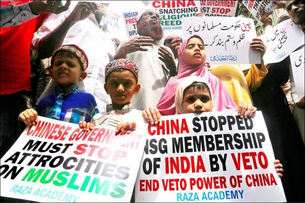 印度穆斯林在去年九月走上街頭聲援新疆穆斯林。(美聯社)