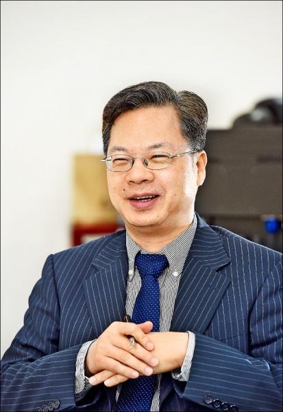 龔明鑫沒有政務官常見的強勢作風,反倒是學者氣息濃,經常帶著笑瞇瞇的神情,溫和向外界說明艱澀的財經政策。(資料照)