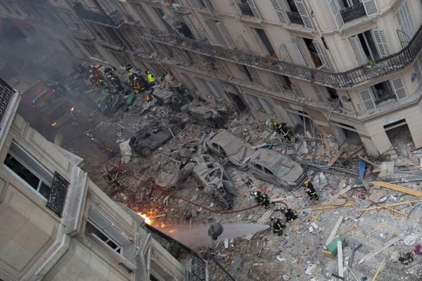 法國巴黎第九區一間麵包店,12日疑似因瓦斯外洩引發爆炸。(法新社)
