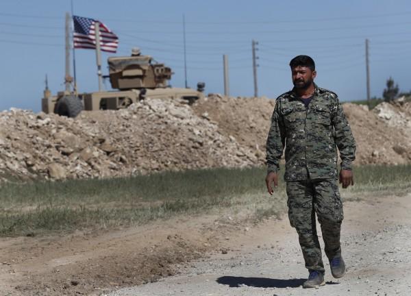 美國總統川普昨日發布推特警告土耳其,千萬不要在美軍撤離敘利亞之際,對敘利亞的庫德族部隊進行攻擊,今日土耳其無視川普昨日的推文,宣言絕對會力抗庫德族「恐怖份子」。(美聯社)