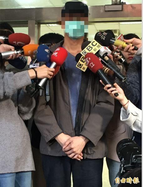 狠心毆打妻兒的林男現身道歉。(記者曾健銘攝)