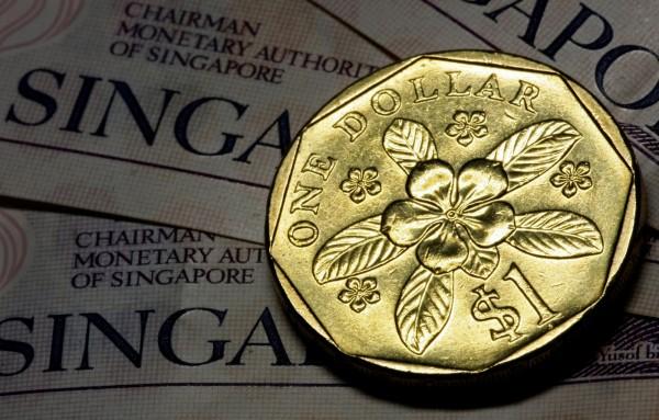 新加坡國會週一(14日)通過貨幣修正法案,規定消費者使用硬幣付款時,每種面額硬幣的付款量,每次交易各不能超過20枚。圖為新加坡1元硬幣。(路透)