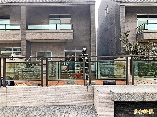 台東縣議會附近一處豪宅傳出火警。 (記者王秀亭攝)