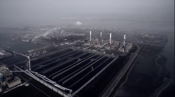 台中火力發電廠是中部重要空污來源。(記者蔡淑媛翻攝自勿霾蒼穹影展)