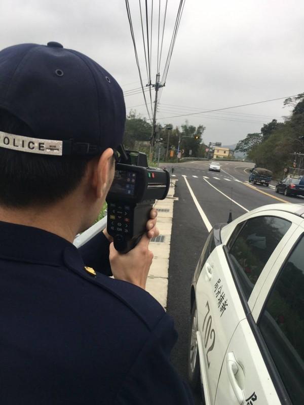 新竹縣新埔警分局今天公布轄內14個固定式和如圖、流動式測速照相點,呼籲用路人減速慢行。(警方提供)