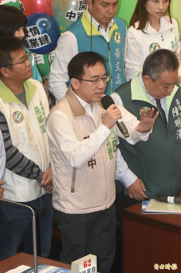 議員陳致中詢問韓國瑜,韓國瑜承認的九二共識,具體內容是什麼?(記者張忠義攝)