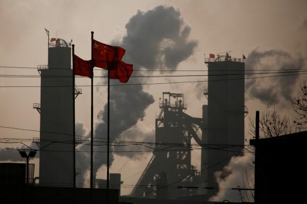 美國經濟諮商會16日警告,中國經濟放緩速度可能遠低於官方所估計的速度,其經濟更容易受到外部衝擊的影響,中國抵禦外部衝擊的能力其實很脆弱。(路透資料照)