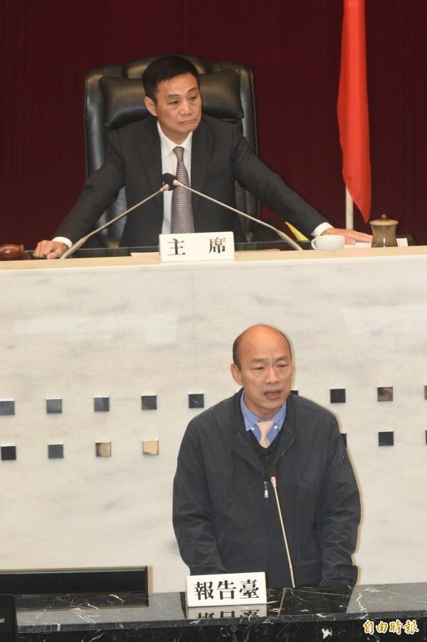高雄市議會今天進行臨時會質詢,市長韓國瑜上台備詢。(記者張忠義攝)