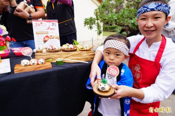華僑市場的王匠生魚片令人食指大動。(記者陳彥廷攝)