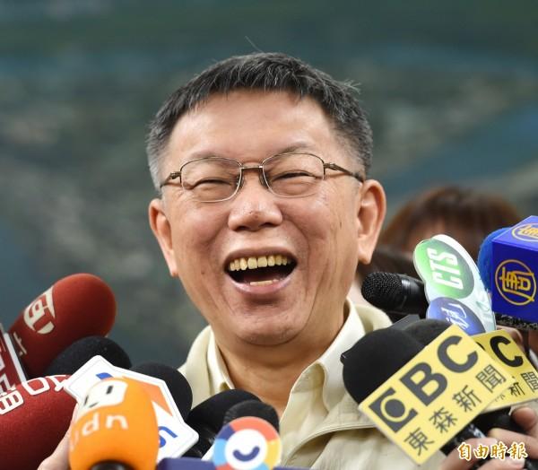台北市長柯文哲18日接見韓國儒學團體代表,會後並接受媒體採訪。(記者方賓照攝)