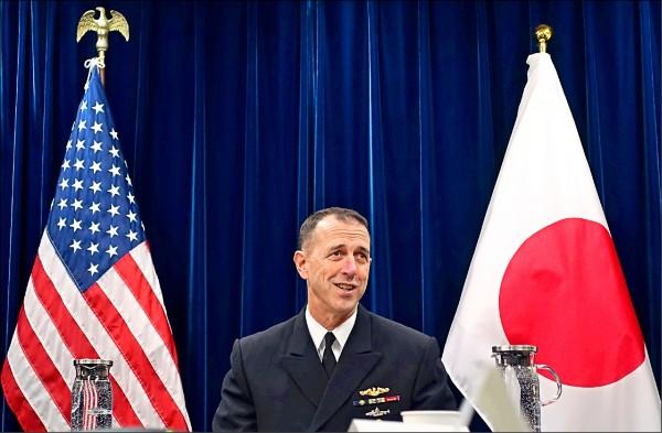 美國海軍作戰部長李察森上將十八日表示,即使中國在軍事科技上的進展,對美國軍艦造成空前的威脅,但台灣海峽是國際水域,美國海軍從未排除派航空母艦穿越台海的可能性。(美聯社)