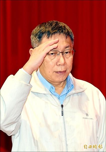 台北市長柯文哲前天在專訪時,以「強盜搶銀行」比喻蔡政府親美下的台美中三邊關係,遭各界抨擊發言不當,更被解讀為親中、暗酸蔡政府。(記者方賓照攝)