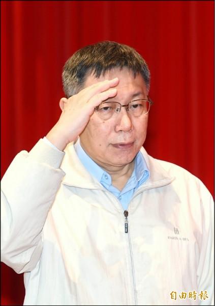台北市長柯文哲接受電視專訪,談到總統蔡英文的連任議題時,柯文哲說「台灣歷史上,民調掉下去,沒有人爬回來過」,言下之意,不看好蔡英文能夠連任。(記者方賓照攝)