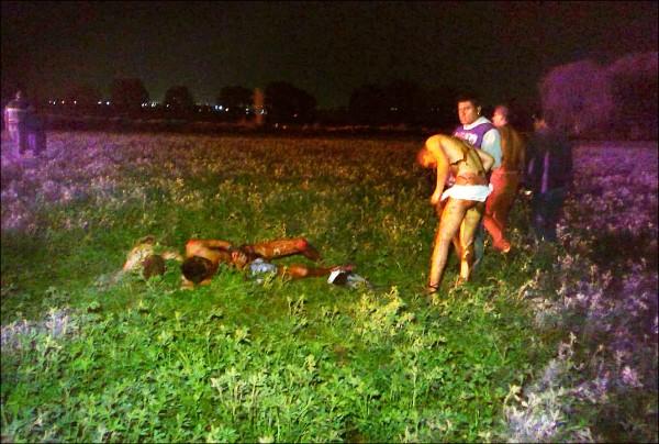 遭到嚴重灼傷的民眾有的急忙脫衣,有的倒地呼救。(美聯社)