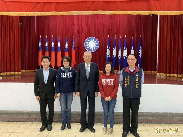 國民黨主席吳敦義(中)到台東感謝大家支持。(記者張存薇攝)
