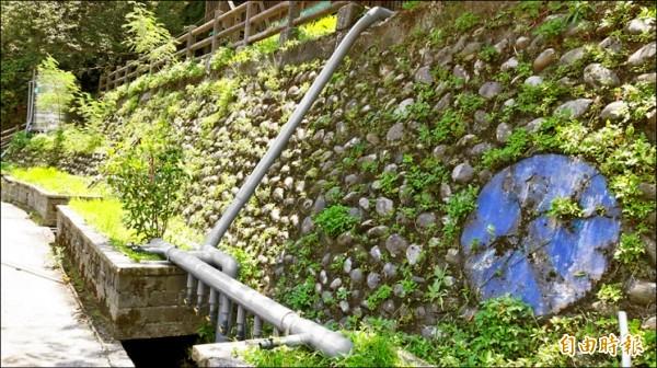 烏來福山里改善無自來水情況,已埋設自來水管線,一旦補助經費被收回,這些設備都將浪費。(記者何玉華攝)