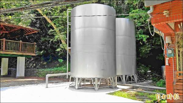 新北市烏來區福山里改善無自來水情形,已經完成20噸的不鏽鋼水塔設置。(記者何玉華攝)