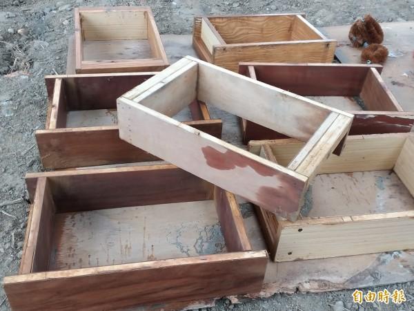 木製泥磚模型。(記者廖雪茹攝)