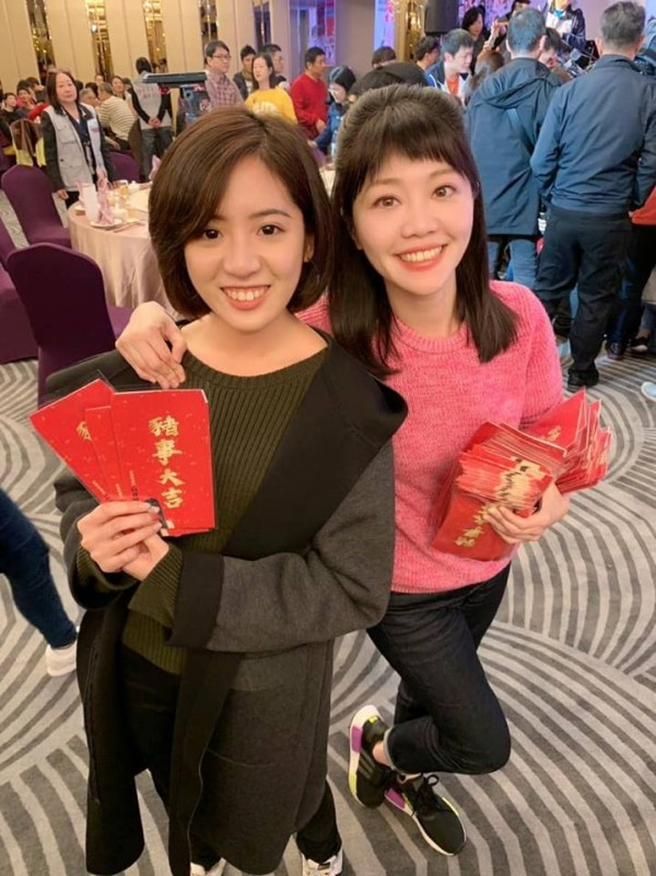 高嘉瑜跟「學姊」黃瀞瑩同框,引來不少網友注目。(圖取自高嘉瑜臉書)