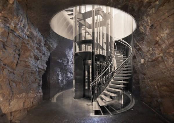 基隆市政府規劃在信二路防空洞、義二路舊中正二分局各打造一座電梯,讓遊客可以直達中正公園欣賞基隆山海美景。(基隆市政府提供)