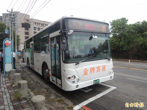新竹市政府提出整合新竹市和新竹縣與竹科園區公車路線的規劃案,希望以「公車先行」的路線,做為大新竹輕軌路線與站點的參考,已獲竹縣和竹科初步認同。(記者洪美秀攝)