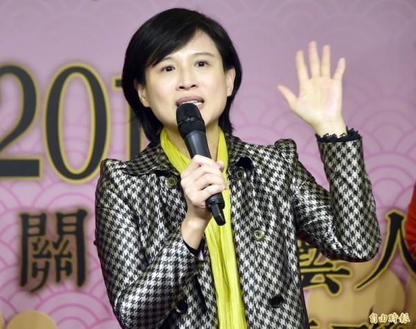 文化部長鄭麗君今天出席關懷資深藝人餐會,卻遭資深藝人鄭惠中打了一巴掌。(記者潘少棠攝)