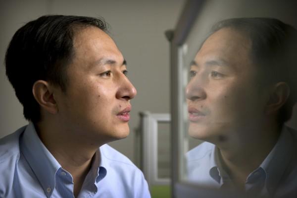 中國官媒強調,該起事件是因賀建奎「追逐個人名利」而起,但日媒卻將矛頭指向中國,強調這是中國第一次證實基因編輯嬰兒誕生。(美聯社)