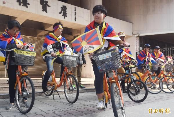 今年3月10日是西藏抗暴60週年,西藏台灣人權連線等團體發起「為西藏自由而騎」行動,號召民眾於3月10日走上街頭遊行。(記者廖振輝攝)