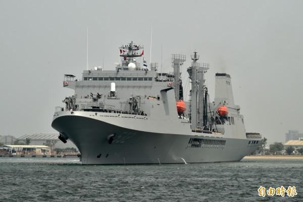磐石軍艦是我國海軍最新型油彈補給艦,也是敦睦遠航主力艦。(記者張忠義攝)