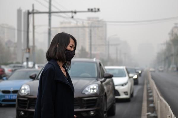 一項研究發現,空汙越嚴重的地方,居民感到越不快樂。(法新社)