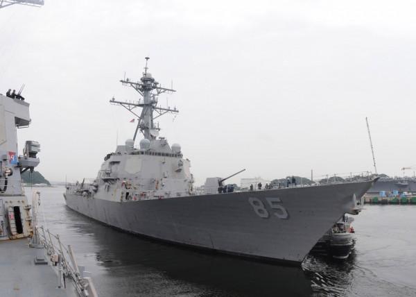 美軍麥坎貝爾號驅逐艦(USS McCampbell,見圖)、迪爾號補給艦(USNS Walter S. Diehl)今天在台灣海峽航行,這也是美軍去年7月以來,第四度有軍艦行經台海,亦是今年首次。(擷取自美國海軍網站)