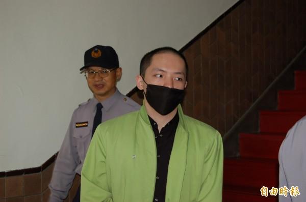 高院召開程宇性侵殺害女模的延押庭,訊後將他延押2月,還押時,程神情嚴肅步上囚車。(記者楊國文攝)