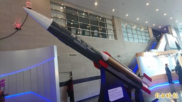 中科院研發展示館的雄三飛彈模型。(記者羅添斌攝)