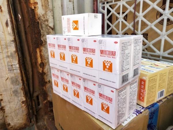 被查獲的中國北京同仁堂藥品。(記者洪定宏翻攝)