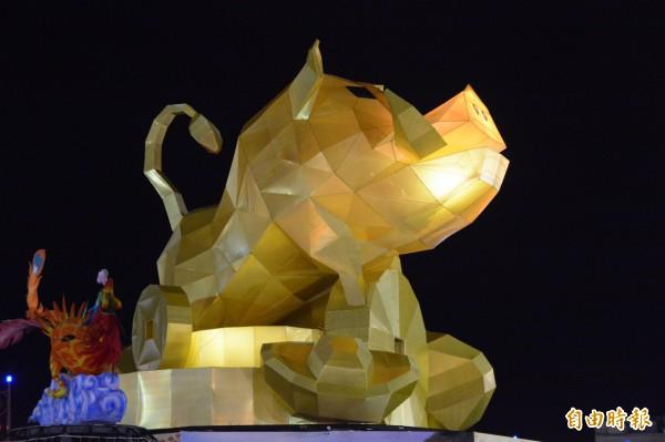 花蓮太平洋燈會今晚開幕,霸氣十足、高達15公尺的「山豬」造型主燈正式進入點燈倒數。(記者王峻祺攝)