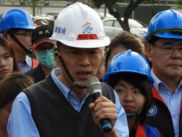 高雄市長韓國瑜日前再提新點子,透露想在高雄蓋賽車場,結果不到10天就轉彎,表示「確定熱門的F1進不了高雄」。(資料照)