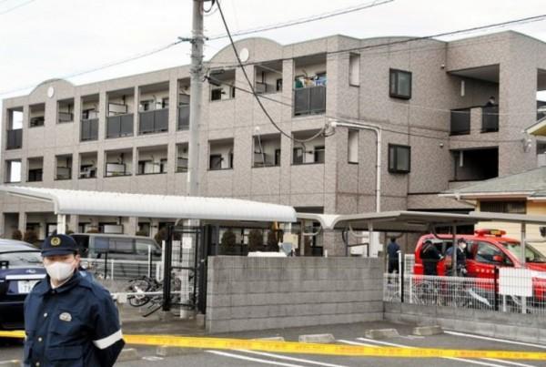 日本千葉縣10歲女童栗原心愛疑似被父親虐死,她生前曾多次哭喊「媽媽,我好怕」。圖為案發民宅。(圖擷自@Gnews推特)