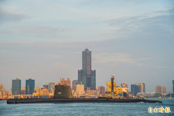 海軍從歐洲及日本聘請近30位潛艦設計工程師來台擔任技術顧問,顧問團參與過的柴電潛艦設計及建造經驗超過20艘,目前已在高雄居住。圖為海軍茄比級潛艦「海獅軍艦」。(資料照)