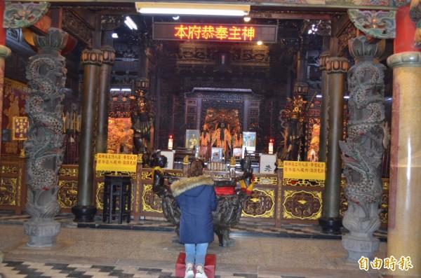 安西府是全台張李莫千歲祖廟,除夕晚上開始舉辦系列活動迎新歲。(記者林國賢攝)