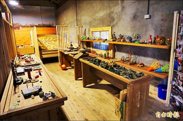 大雅橫山童玩館展示國內外200餘種童玩。(記者歐素美攝)