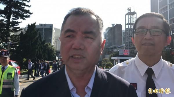 新竹縣政府消防局局長孫福佑說明初步了解的事發原因。(記者黃美珠攝)