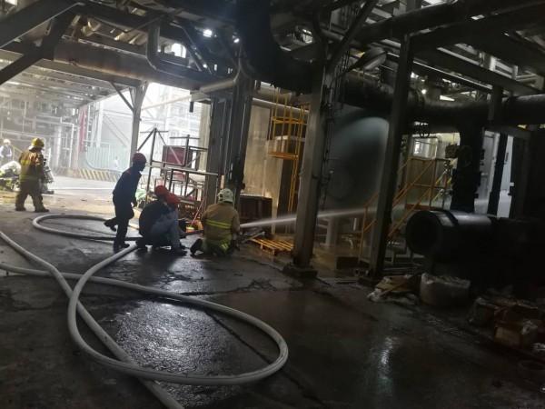 新竹縣政府消防局第3大隊今天揭牌運作,2小時後隨即面臨遠化驚人的火警,所幸搶救迅速,沒有人員受傷害。(記者黃美珠翻攝)