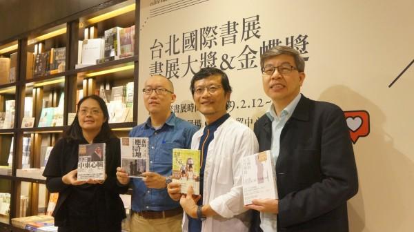 對於台灣出版業近年來的不景氣,獲得「2019台北國際書展大獎」編輯獎的八旗文化主編王家軒(左二)認為,書不是必需品,社會必須變得足夠安全、富裕、自由,「書才能越有意義」。(資料照,台北書展基金會提供)