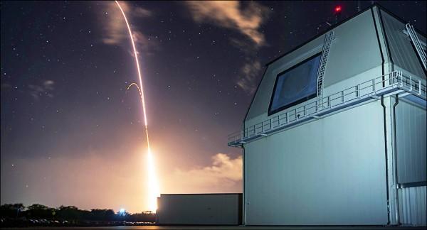 美日兩國試射SM-3飛彈。(取自網路)