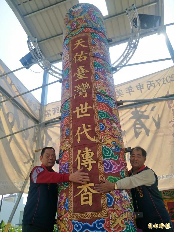 廟方從去年10月打造天香,約高4.5公尺。(記者邱灝唐攝)