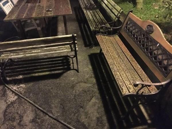 位於林口區頂福里頂福路的煉鋁工廠「新茂企業社」昨天下午疑似管線破裂,造成周邊環境滿布黑色粉塵。(擷取自臉書「林口大家庭」)