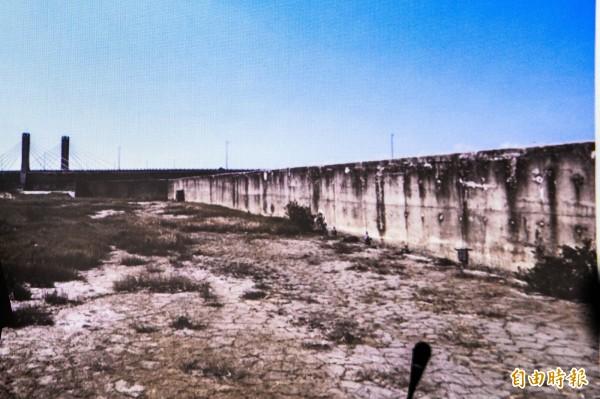 保力溪堤防工程說明會,陸蟹及「一河兩治」成攻防焦點。(記者蔡宗憲攝)