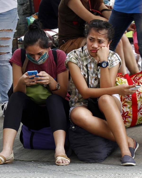 根據最新調查結果,每天上網時間最多的是菲律賓人,平均每天有10小時2分鐘都耗在網路上。(歐新社)